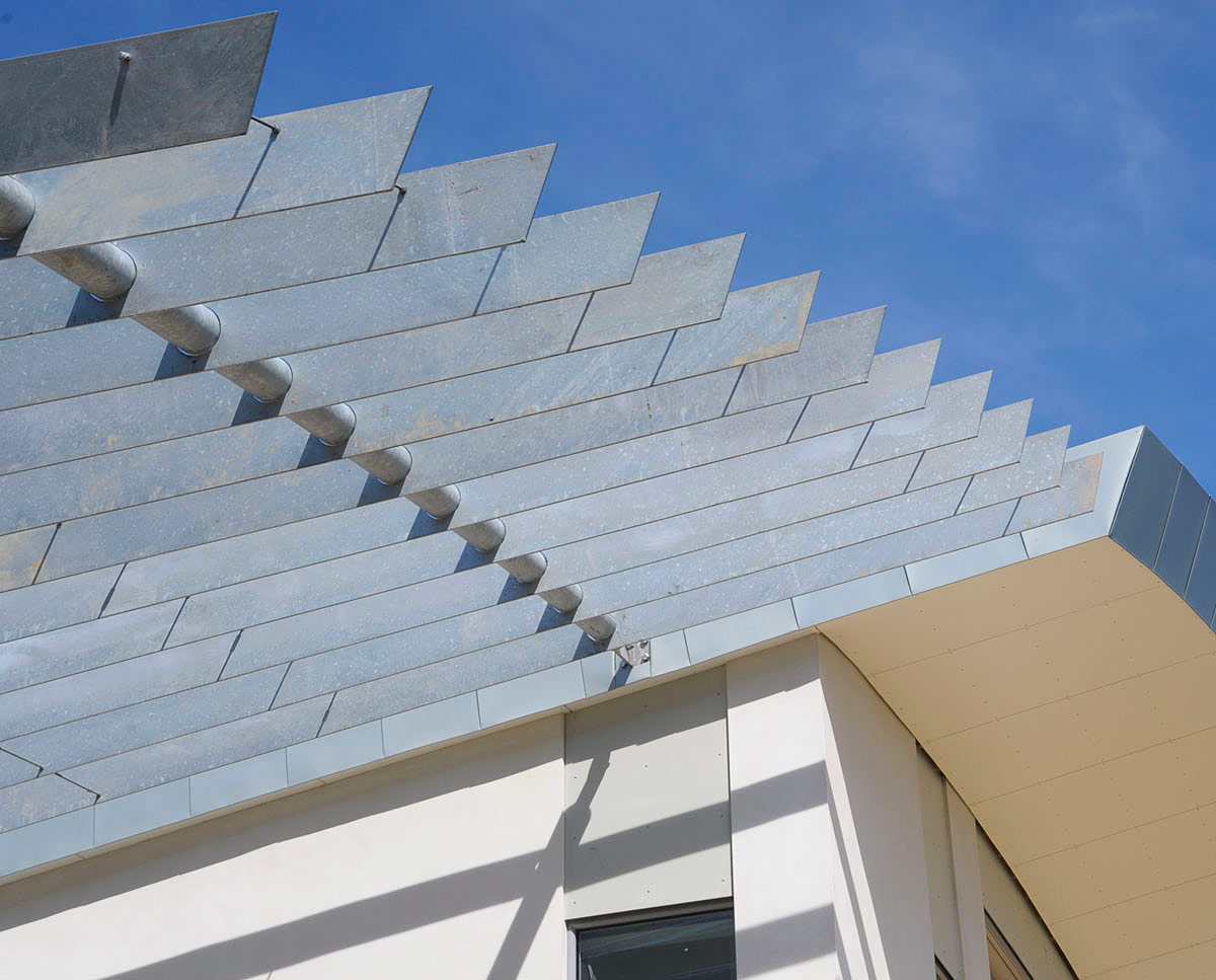The roof detail at Wings (PPS 7). Designed by Hawkes Architecture, this energy efficient grand design, follows passive house principles.