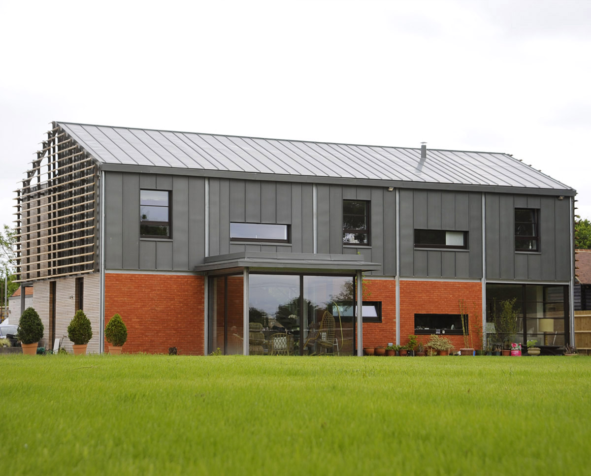 The rear elevation of Echo Barn (Para 55). Designed by Hawkes Architecture, this energy efficient grand design, follows passive house principles.