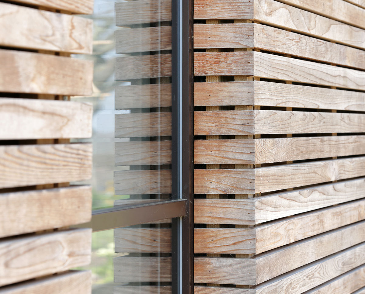 Cladding detail at Echo Barn (Para 55). Designed by Hawkes Architecture, this energy efficient grand design, follows passive house principles.