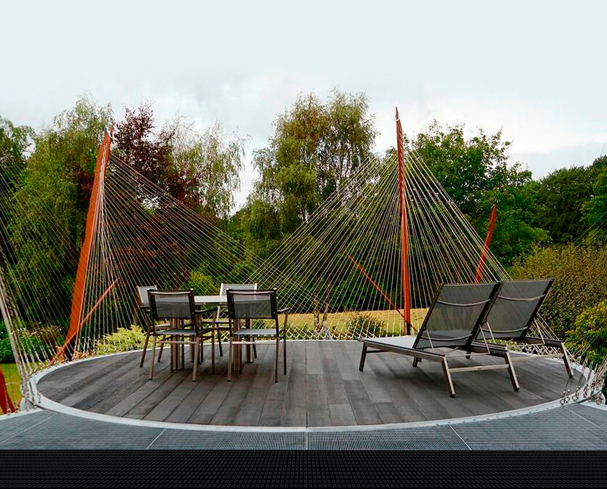 LSO terrace, a sculptural circular platform suspended by stainless steel cables and built in the Sevenoaks green belt. Unique, truly bespoke design by Hawkes Architecture.
