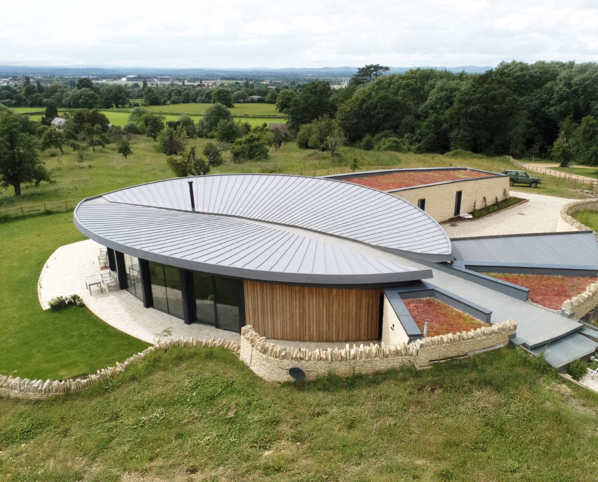 The leaf shaped roof of Headlands (Para 55). Designed by Hawkes Architecture, this energy efficient grand design, follows passive house principles.