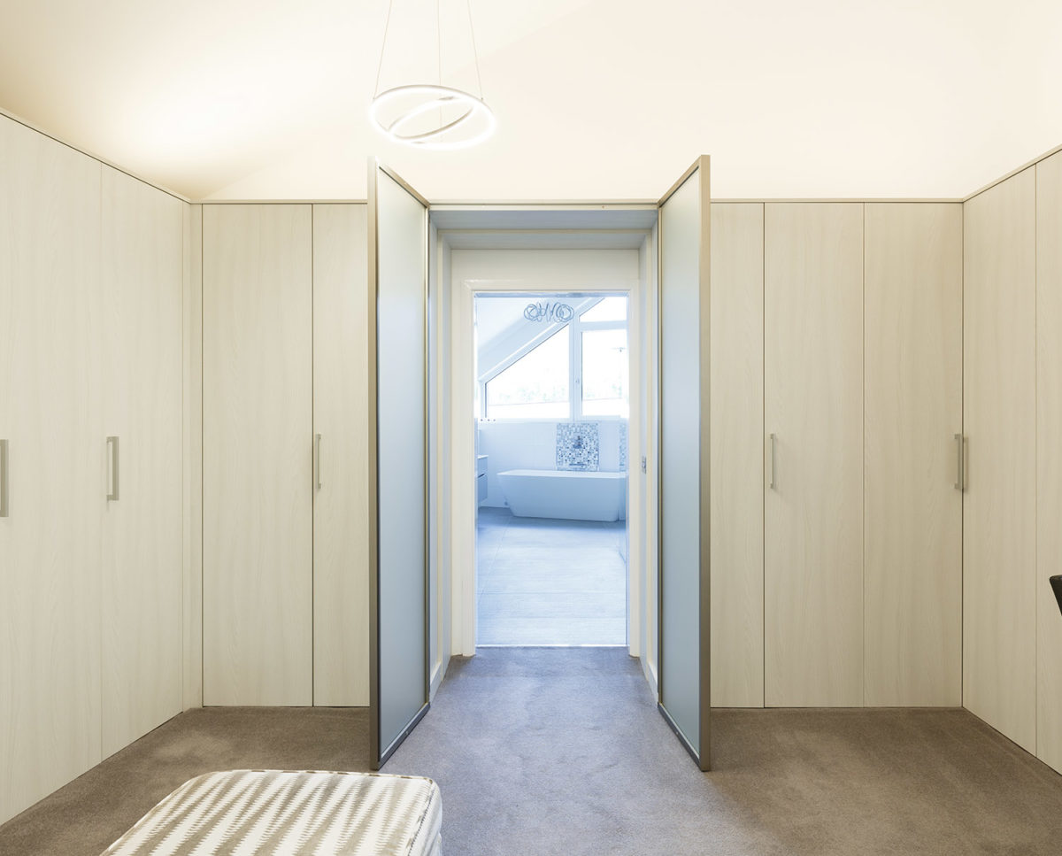 Bathroom Brooks Barn (Para 55). Designed by Hawkes Architecture, this energy efficient grand design, follows passive house principles.